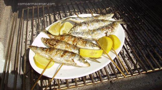Como armazenar sardinha fresca e enlatada