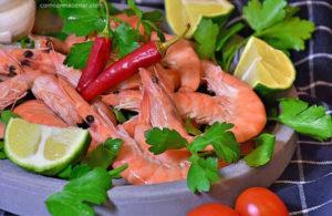 Como armazenar camarão cru e cozido