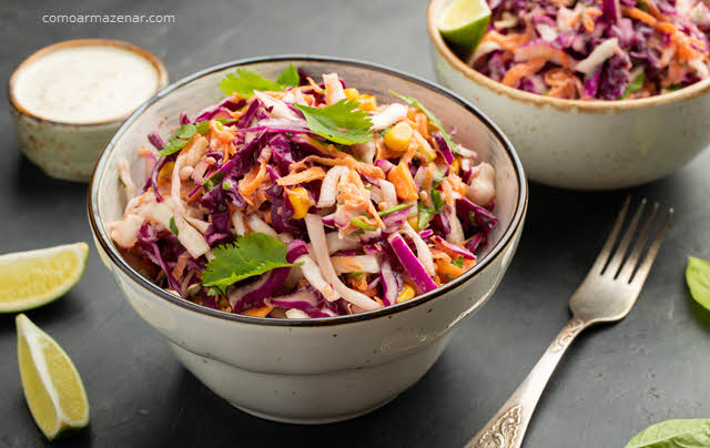 Como armazenar salada de repolho ou coleslaw