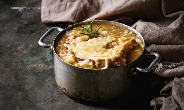 Como armazenar sopa de cebola caseira ou comprada pronta