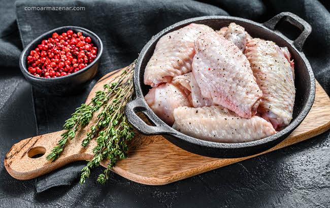 Como armazenar asinha de frango comprada congelada ou fresca